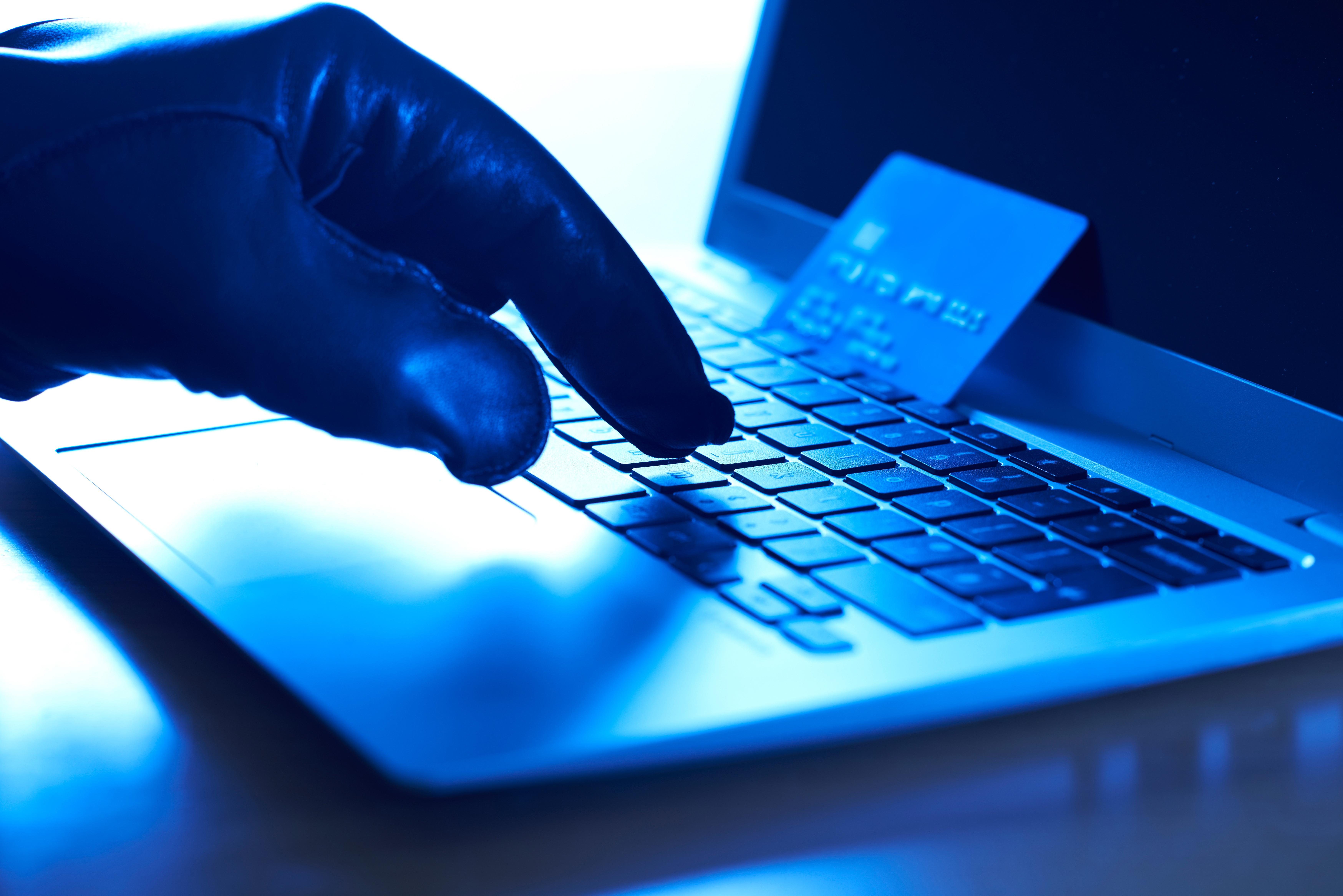 Român arestat în Spania pentru înșelăciuni informatice. Paguba e de 7 milioane USD