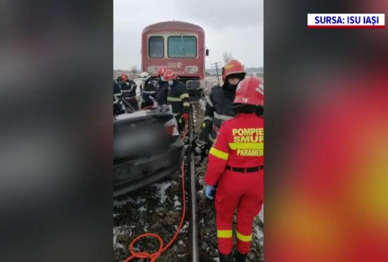 Doi tineri au murit loviți de tren, în Iași. Bărbatul de la volan a forțat trecerea de cale ferată