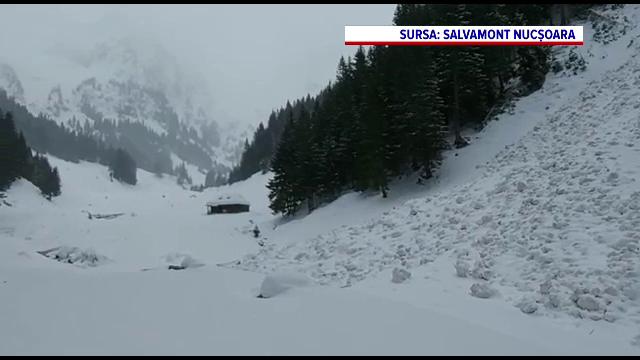 Avalanşe în Făgăraş. Turiştii, avertizaţi să nu se aventureze pe munte