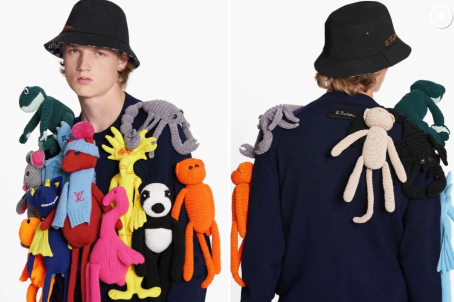Louis Vuitton a pus în vânzare un pulover decorat cu animale de pluș. Ce preț are. FOTO