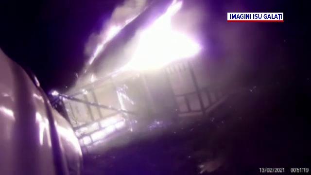 Cameră montată pe casca unui pompier din Galați. Imaginile surprinse în timpul unei intervenții
