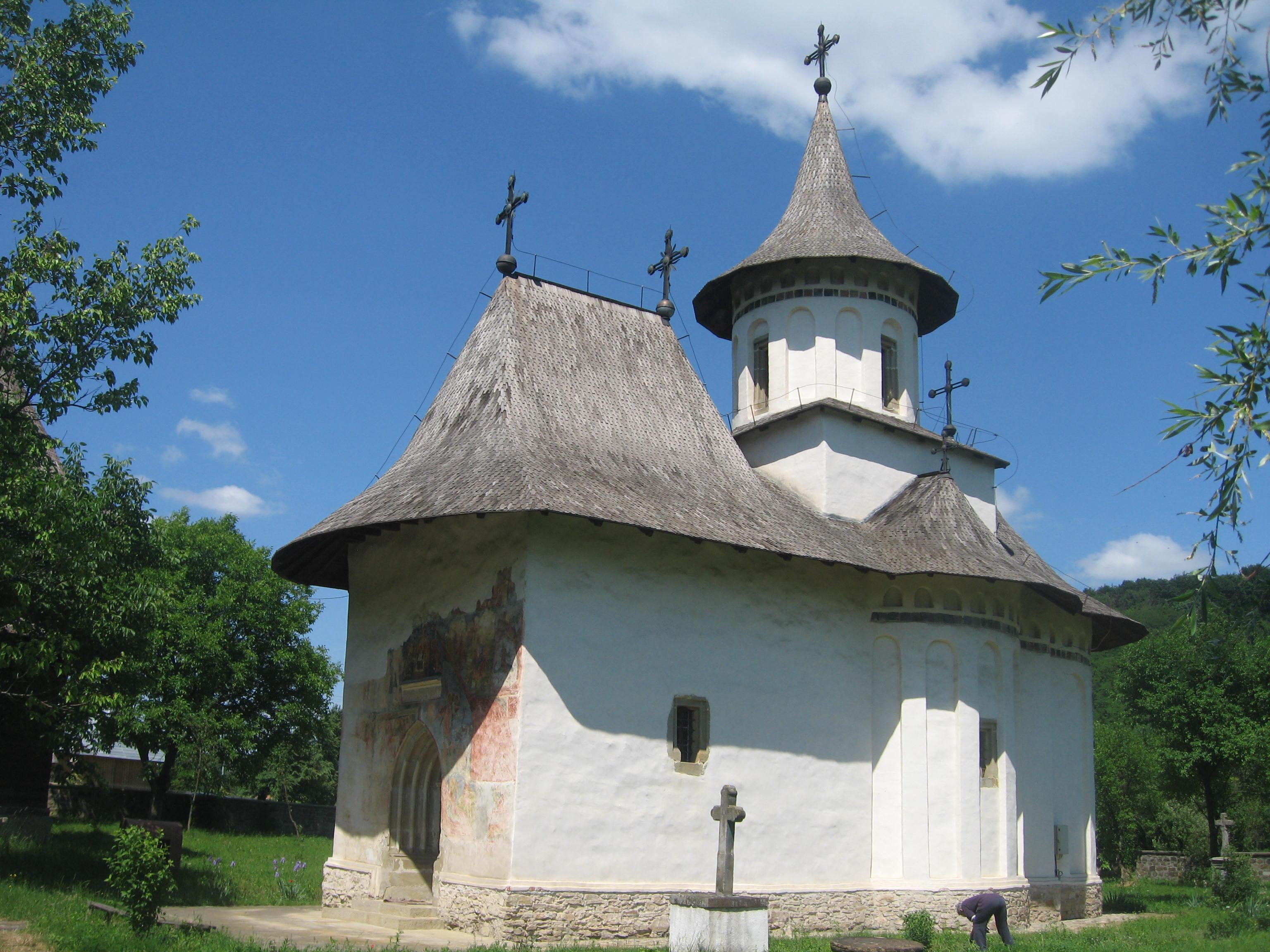Condamnat după ce a bătut un om al bisericii care l-a rugat să nu mai bea lângă monumentul UNESCO