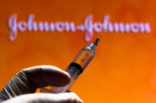 SUA: Pentru moment nu s-a stabilit o legătură între cheagurile de sânge şi vaccinul Johnson & Johnson