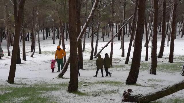 Țara în care a nins prima dată în ultimii 15 ani. Mulți copii nu mai văzuseră zăpadă
