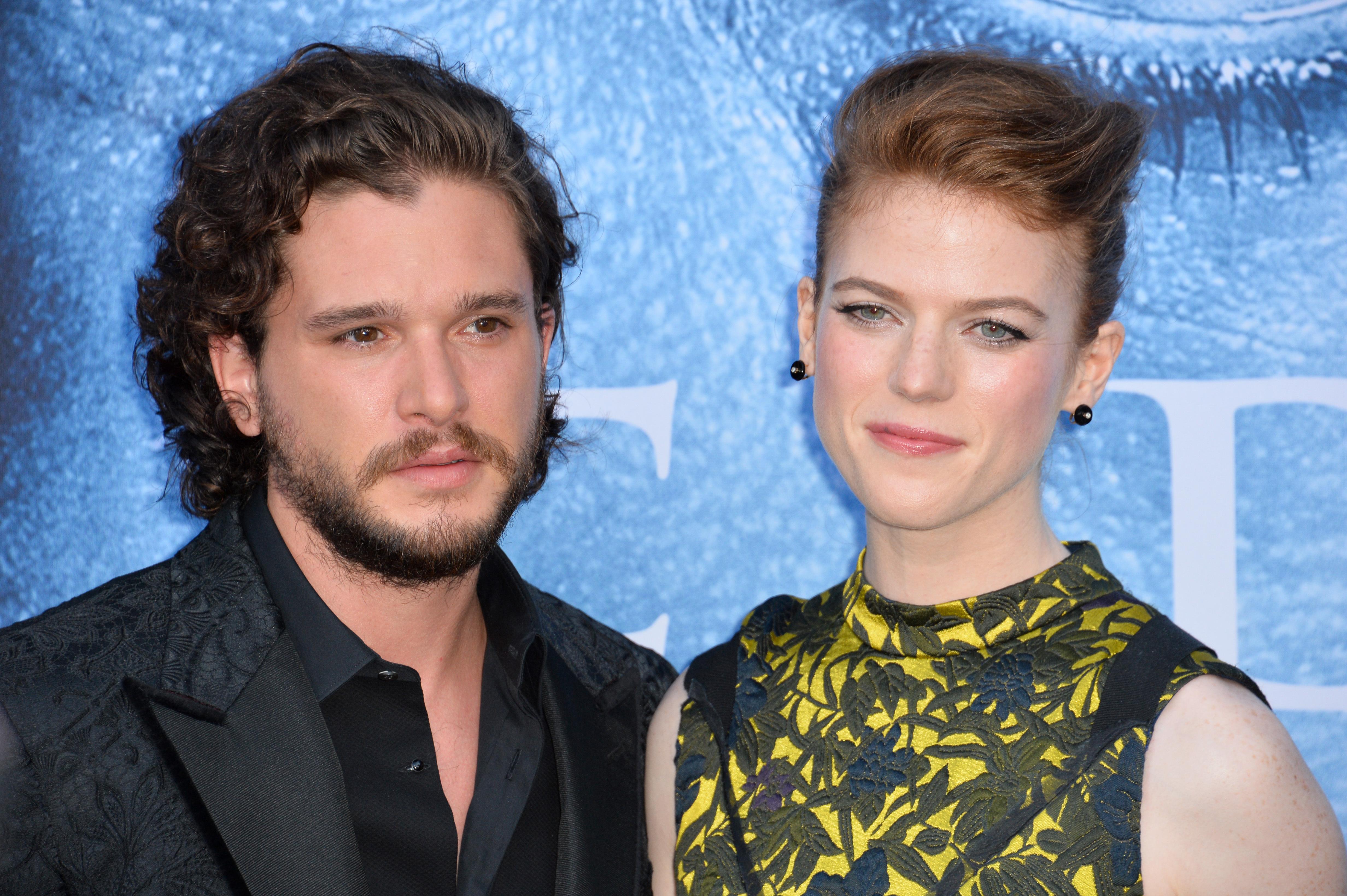 """Actorii Rose Leslie şi Kit Harington, cunoscuţi din serialul """"Game of Thrones"""", au devenit părinţi"""