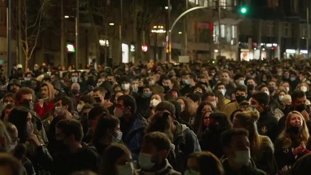 Proteste violente în Barcelona, după arestarea rapperului Pablo Hasél