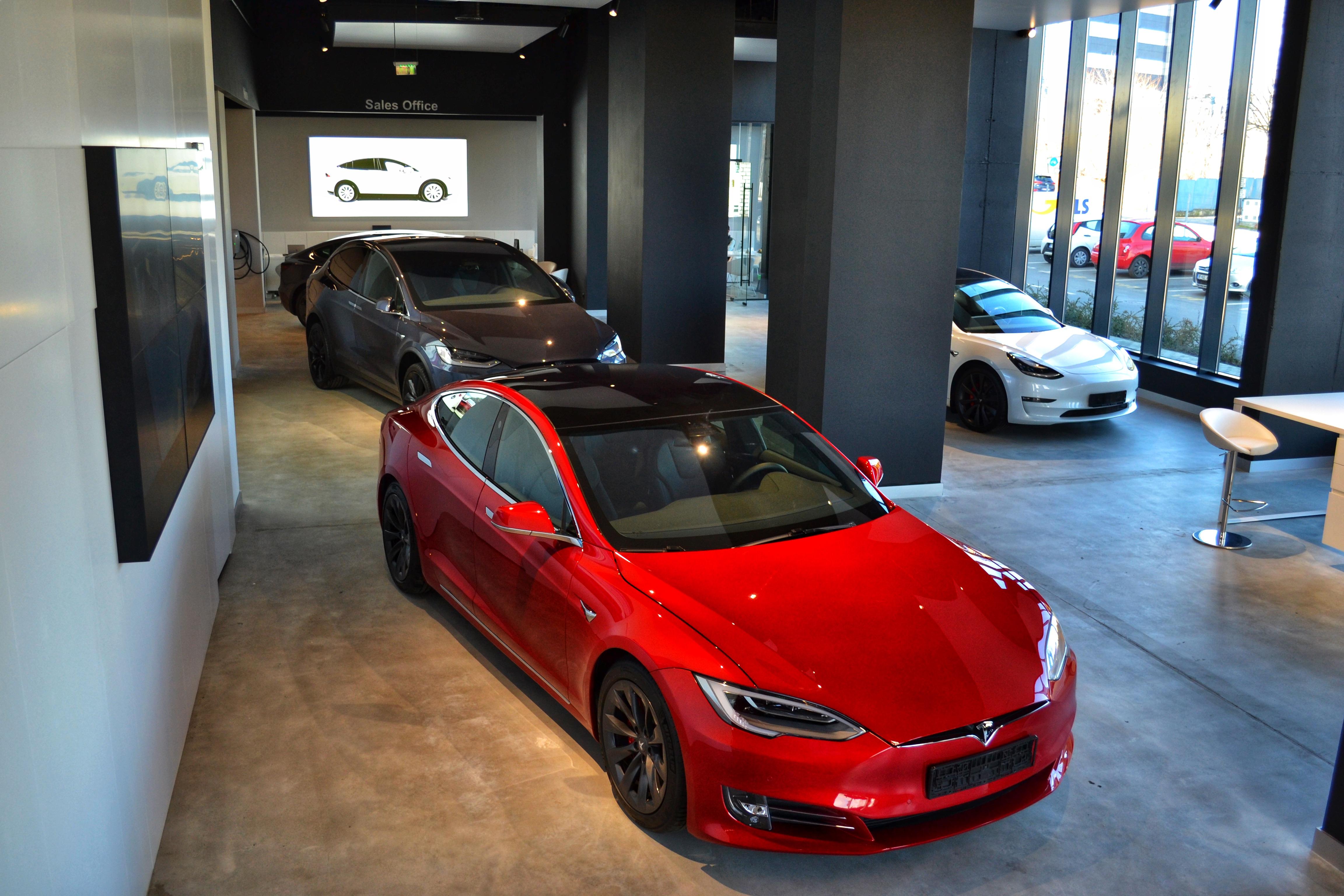 Când se deschide primul showroom Tesla din România. Va fi cel mai mare din Europa de Est