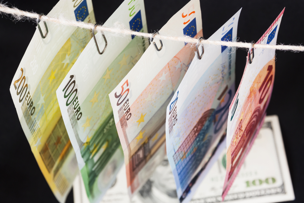 România, atenționată că nu a transpus corect cea de-a IV-a Directivă privind spălarea banilor