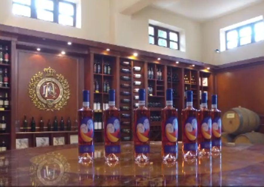 (P) SĂRUT, noul vin rose de la Domeniul Coroanei Segarcea, este un omagiu adus sculptorului Constantin Brâncuși