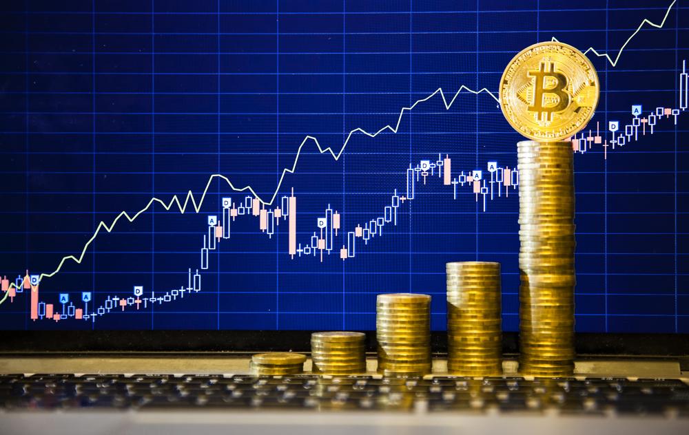 Bitcoin doboară record după record, dar analiștii trag semnale de alarmă