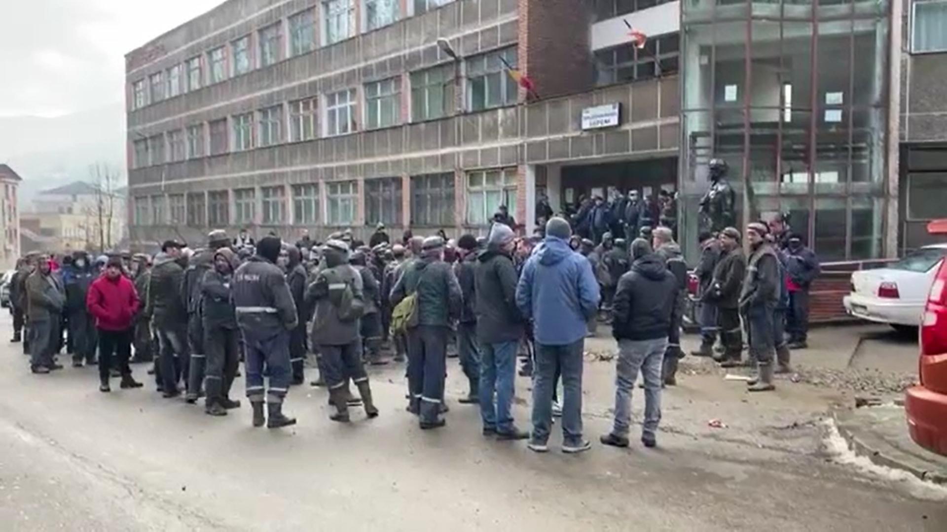 Mii de apartamente din Deva au rămas fără căldură după ce minerii de la Termocentrala Mintia au oprit lucrul