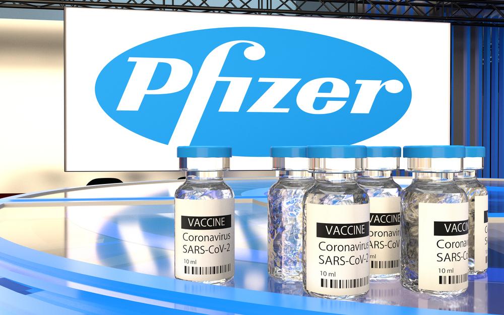Studiu: Vaccinul anti-COVID produs de Pfizer, eficient în reducerea transmiterii virusului