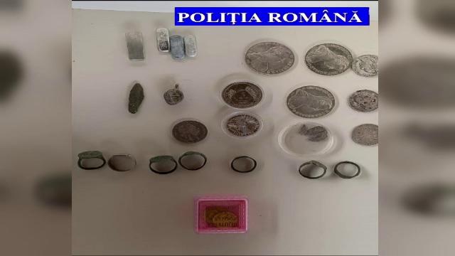 Comoara găsită de polițiști în locuința unui bărbat din Hunedoara, suspectat de spălare de bani
