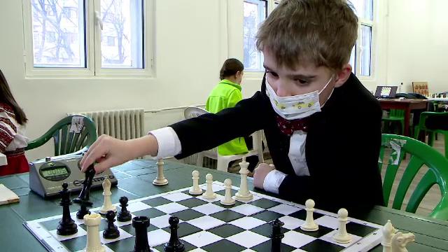 """Povestea lui Iustin, băiețelul de 6 ani din Iași care a devenit campion mondial la șah. """"A fost un semnal că e deosebit"""""""