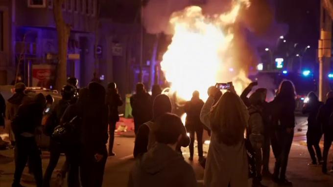 A şasea noapte de proteste după arestarea unui rapper, în Spania