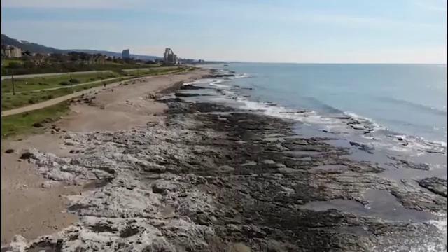 Israelul a închis toate plajele mediteraneene în urma deversării a 1.000 de tone de gudron