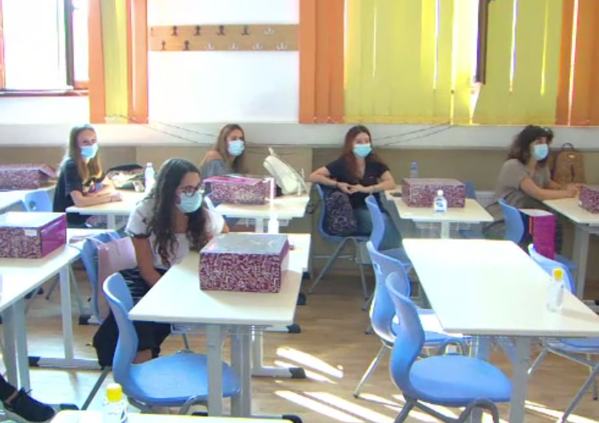 Simularea examenului de Evaluare Naţională pentru clasa a VIII-a a început cu proba scrisă la Limba şi literatura română