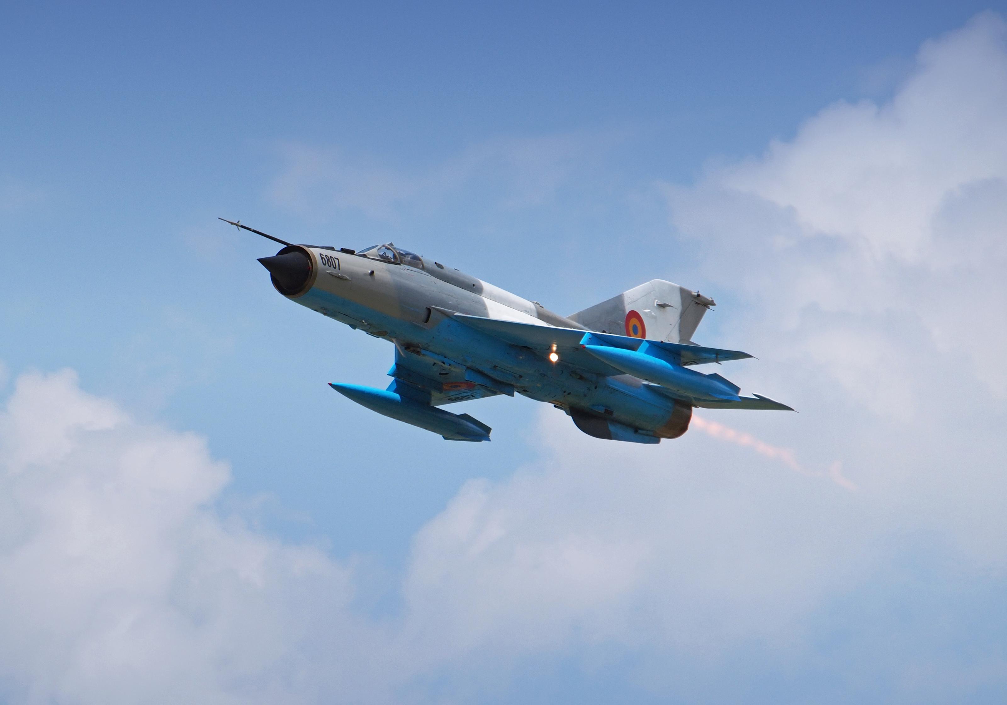 Aeronavă MiG-21 LanceR, implicată într-un incident la Câmpia Turzii. Modelul, reținut la sol
