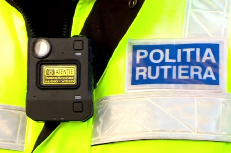 Polițiștii de la Rutieră au fost dotaţi cu bodycam-uri. Toate discuțiile cu șoferii opriți sunt înregistrate