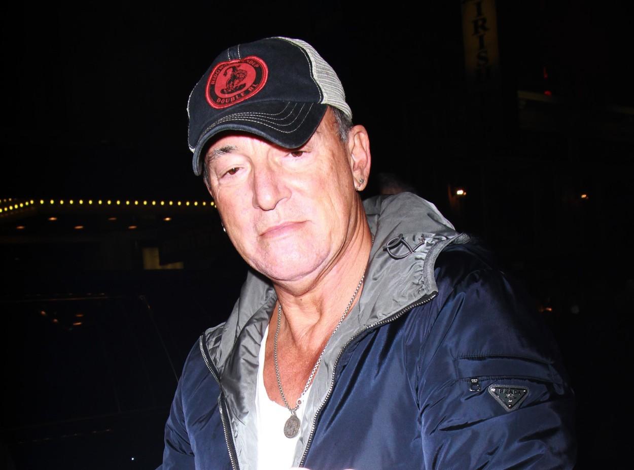 Bruce Springsteen, amendat cu 500 de dolari pentru că a băut alcool pe plajă