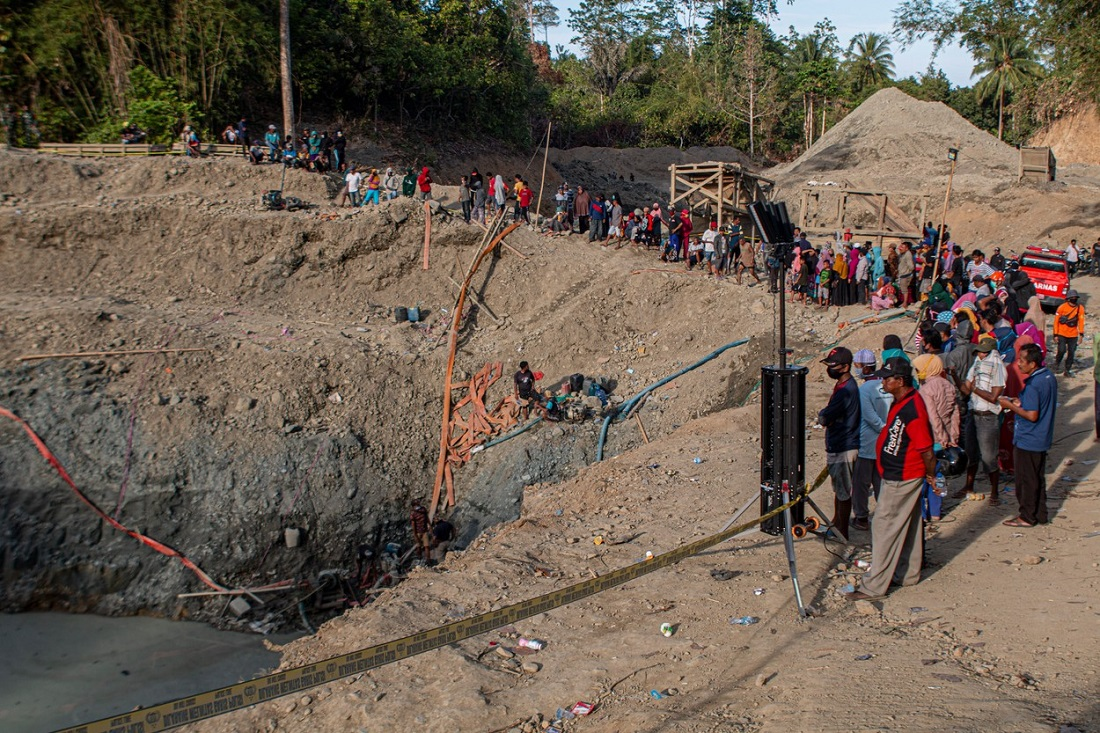 Șase morți și un dispărut, după ce o mină ilegală de aur s-a surpat în Indonezia