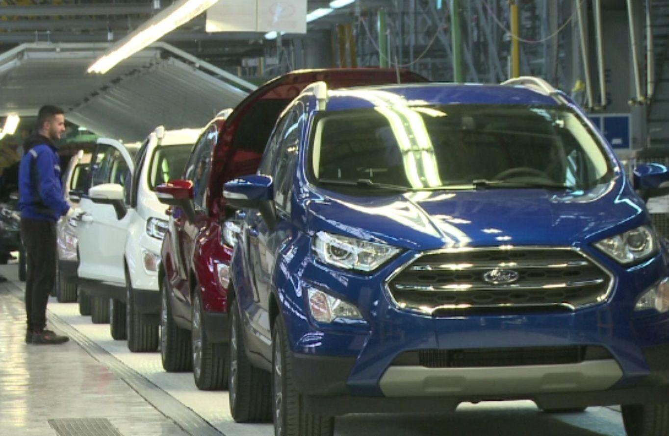 Criza de microcipuri a închis pentru 8 zile Ford Craiova. Cum se explică lipsa componentelor electronice