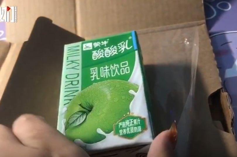 O femeie din China a comandat un iPhone, dar a primit o cutie de iaurt. Cum a fost posibil