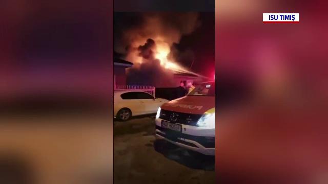O casă dintr-o comună de lângă Timișoara a ars ca o torță. Focul amenința și alte locuințe