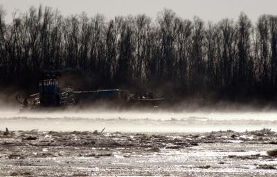 Munti de gunoaie! Dunarea, sufocata la intrarea in Orsova