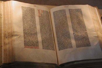 Cine a scris Biblia? Cartea Sfanta este descifrata in timp ce citesti despre asta