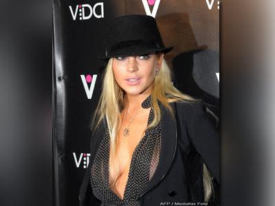 Lindsay Lohan, batuta de o chelnerita geloasa, chiar de ziua ei