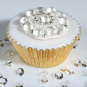 Buget de nunta?! Ce ati zice de un tort cu diamante si safire?