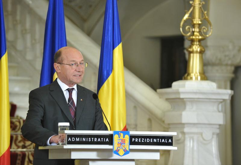 Basescu: Se vor reduce orele de predare. Afla ce prevede Legea educatiei