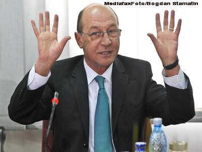 Basescu-i indeamna pe vamesi sa spuna cui au dat banii ca sa evite puscaria