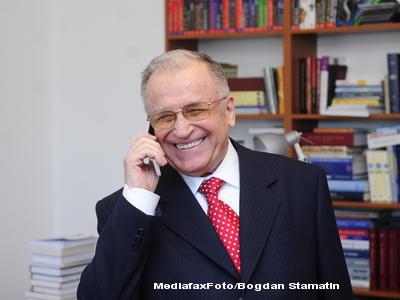 Basescu i-a trimis lui Iliescu trandafiri portocalii, de Sfantul Ion