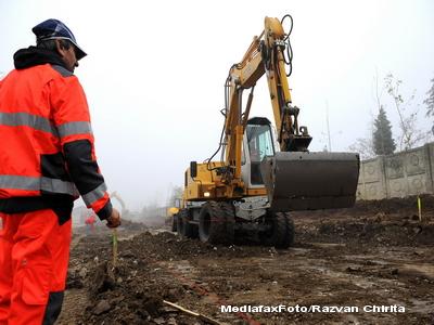 Accident de munca in zona Navodari. Un muncitor a murit, dupa ce s-a prabusit in apele canalului cu un utilaj de 15 tone