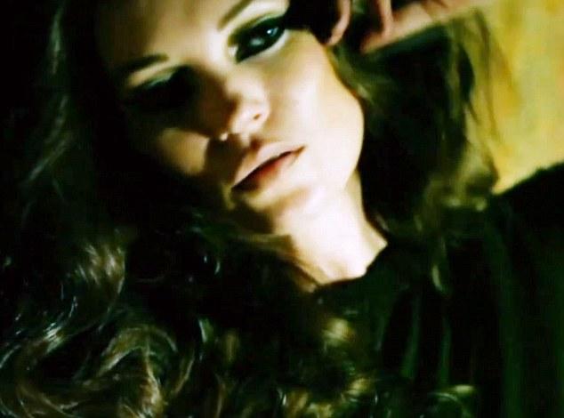 Kate Moss, prostituata in cel mai vulgar pictorial din cariera. Video