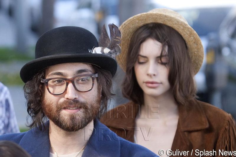 El este fiul lui John Lennon. Copia fidela
