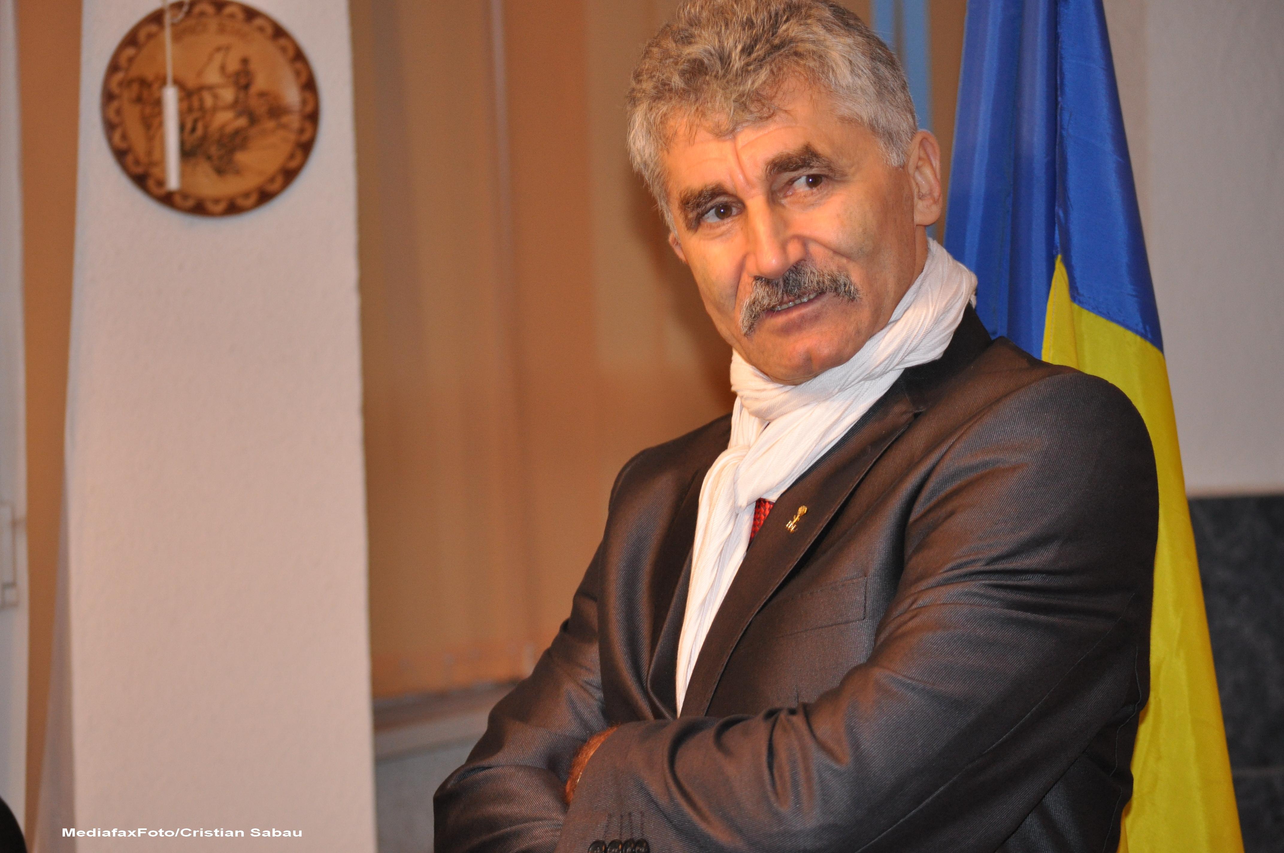 Circa 200 de persoane invitate la petrecerea de onomastica a lui Ioan Oltean, la un hotel de 5 stele