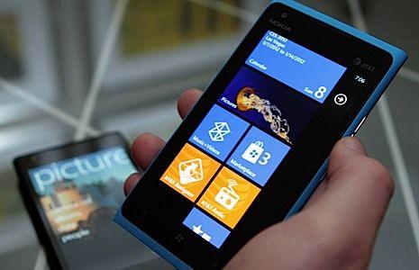 CES 2012: Nokia 900 Lumia, telefonul 4G facut special pentru americani. VIDEO hands-on