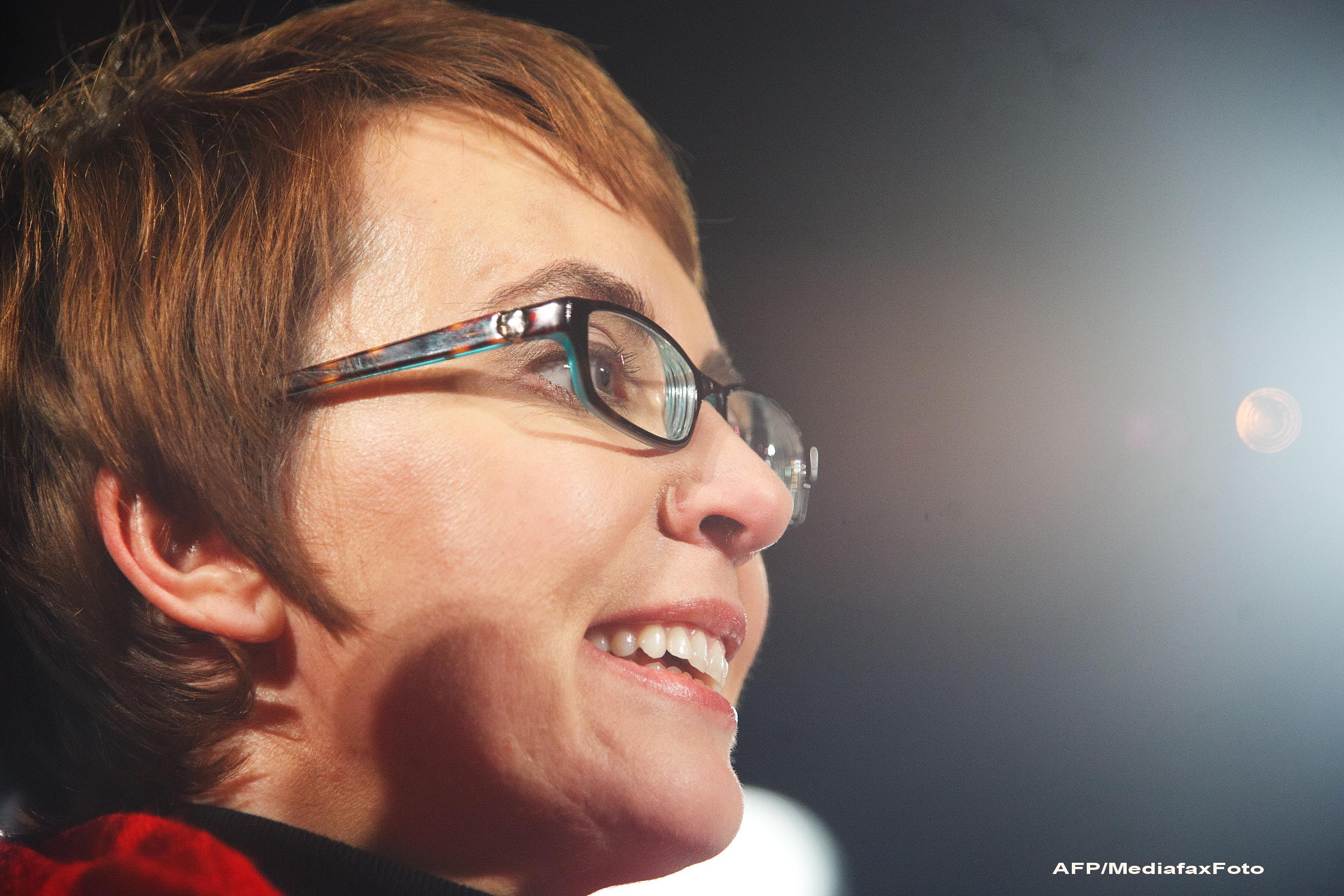 La un an dupa ce a fost impuscata in cap, Gabrielle Giffords se retrage din Congresul SUA