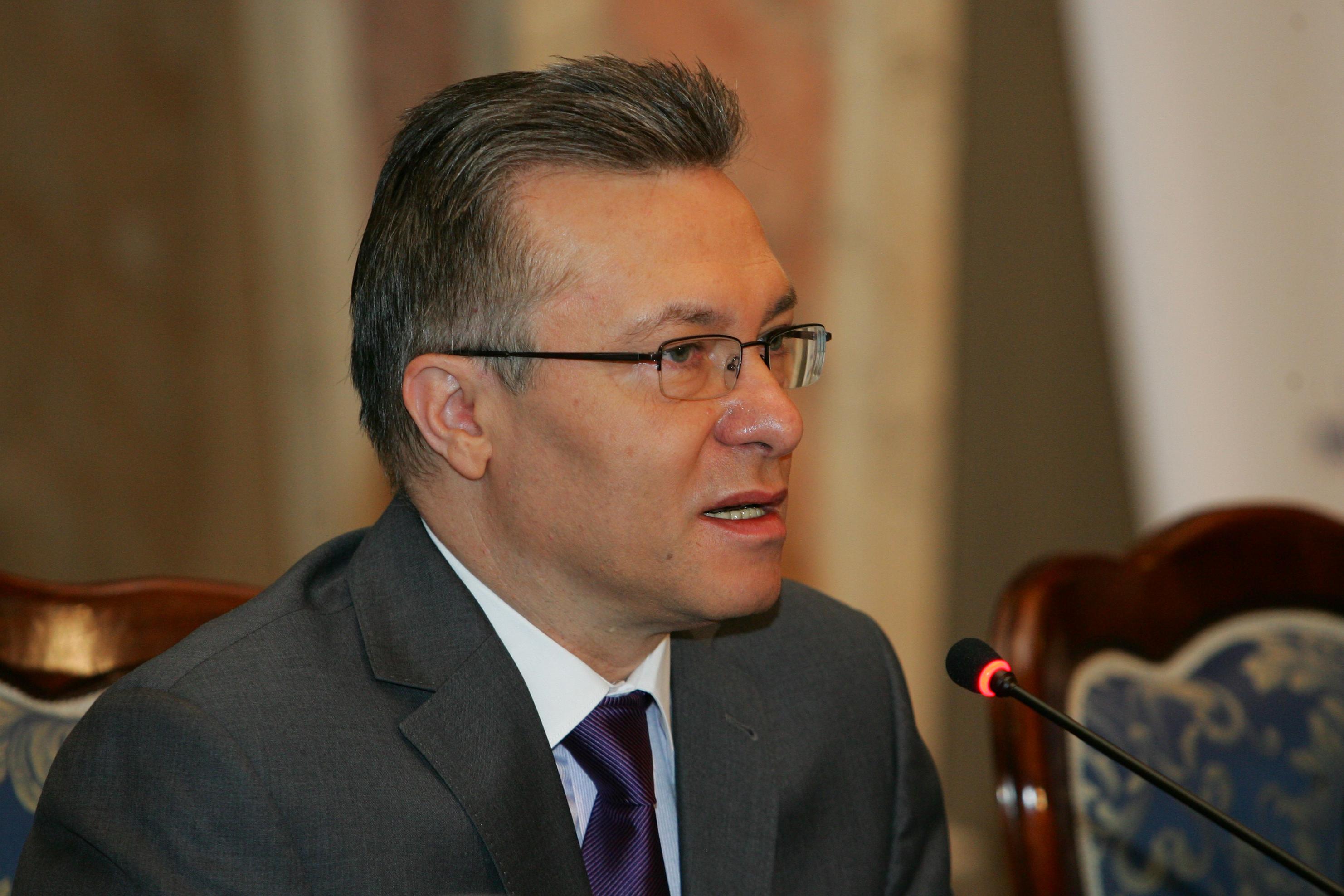 Cristian Diaconescu si-a anuntat plecarea din PMP si candidatura independenta la prezidentiale