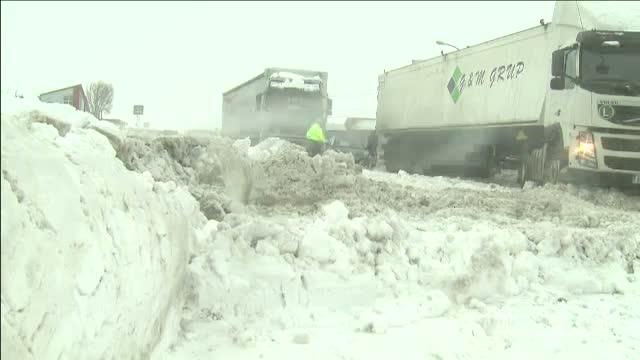 Trafic blocat de nameti intre Bucuresti si Moldova. Jumatate din tara este sub zapada