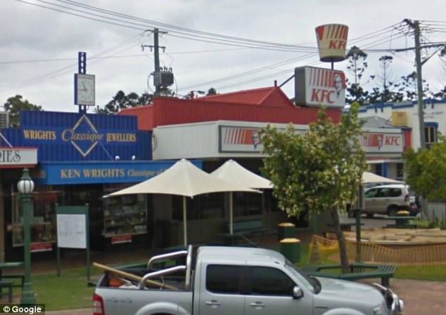 Cum au ajuns in KFC hotii care au vrut sa sparga un magazin de bijuterii.