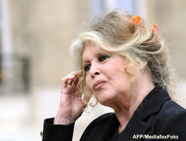 Brigitte Bardot i-a trimis o scrisoare deschisă preşedintelui Emmanuel Macron. Ce îi cere