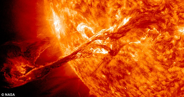O eruptie solara a avut loc sambata. Efectele ei se vor resimti pe Pamant peste cateva zile