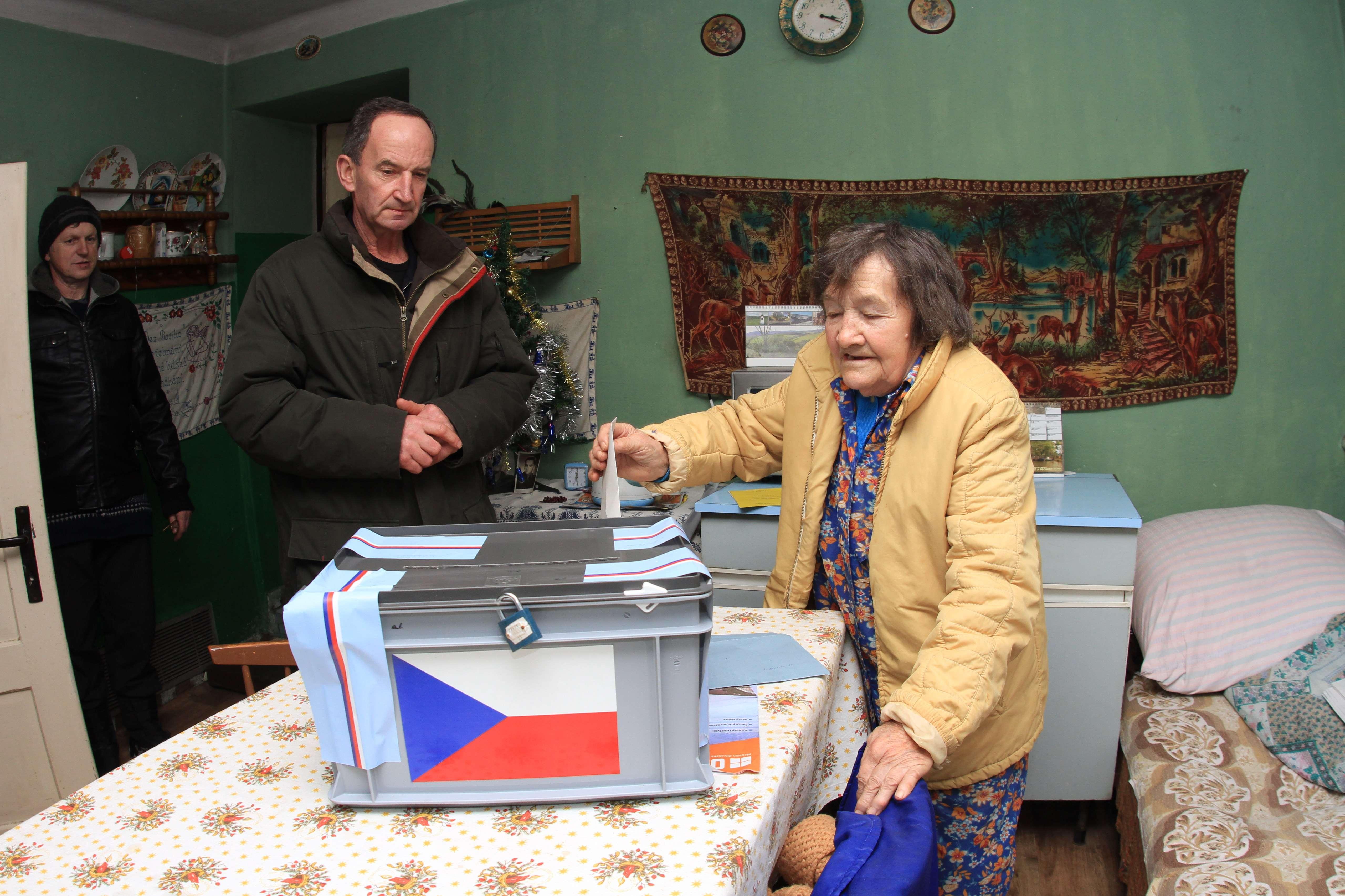 Fostul premier si actualul ministru de Externe, favoriti pentru turul 2 al alegerilor din Cehia