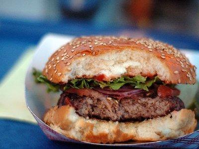 Patru lanturi de hipermarketuri din Mare Britanie vindeau hamburgeri cu 29% carne de cal