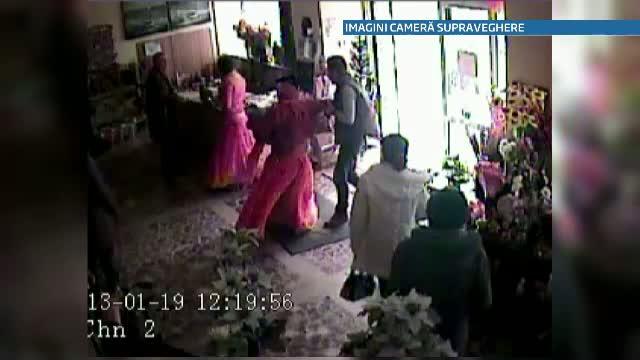 Doua tiganci, una dintre ele cu un copil in brate, prinse dupa ce au furat dintr-un magazin. VIDEO