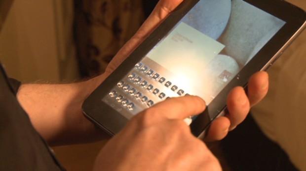 Ecranul touch pe care se formeaza butoane in relief, prezentat la CES 2013